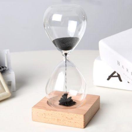 Магнитные песочные часы 6,5х14 см с магнитным песком